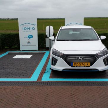 Hyundai IONIQ car sharing auf dem camping Roosdunen